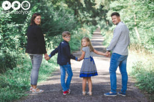 Lifestyle famille par photographe Laurent Bossaert studio Pictures of You - Nord Pas de Calais - Julie-Sébastien-Timoté-Soline-29